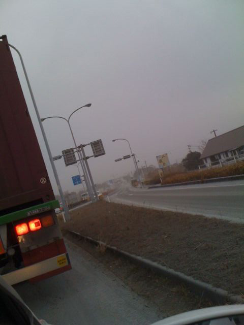 火山灰に埋もれた道路