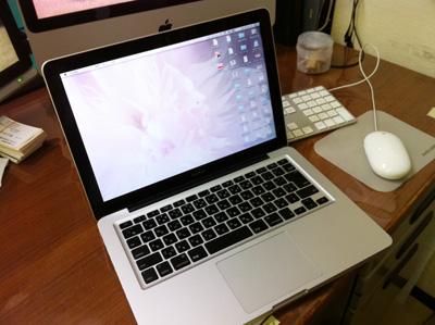 Macbookも鞄から取り出せばすぐにネットにつながります