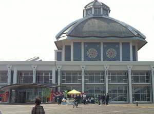 炎の博記念堂入口